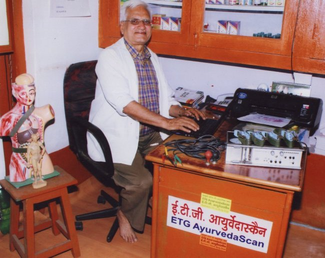 Dr DBBajpai is working with the ETG AyurvedaScan machine